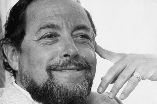 tennesse williams vs sallinger Williams's original idea for cat on a hot tin roof was queerer than what was finally shown on stage, since elia kazan, who first directed the play, obliged him to somewhat dequeer the ending.